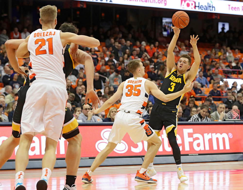 Iowa Hawkeyes guard Jordan Bohannon (3) passes the ball during the first half of their ACC/Big Ten Challenge game at the Carrier Dome in Syracuse, N.Y. on Tuesday, Dec 3, 2019. (Stephen Mally/hawkeyesports.com)