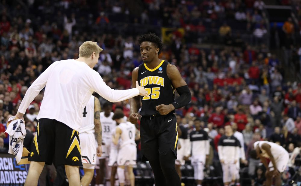 Iowa Hawkeyes forward Tyler Cook (25) and forward Michael Baer (0) against the Cincinnati Bearcats in the first round of the 2019 NCAA Men's Basketball Tournament Friday, March 22, 2019 at Nationwide Arena in Columbus, Ohio. (Brian Ray/hawkeyesports.com)