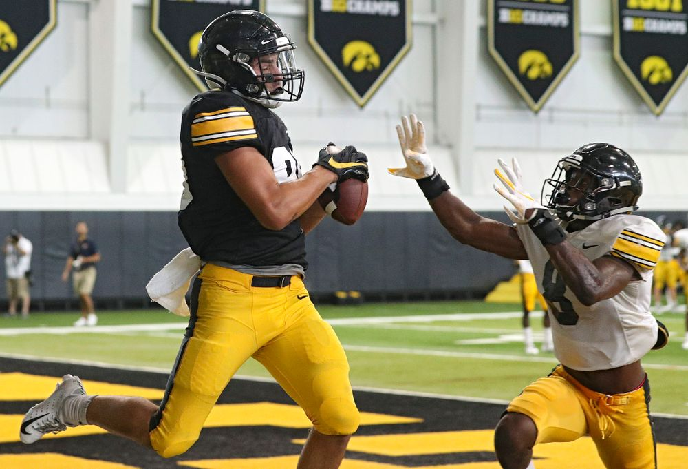 Iowa Hawkeyes wide receiver Nico Ragaini (89) pulls in a pass as defensive back Matt Hankins (8) defends during Fall Camp Practice No. 6 at the Hansen Football Performance Center in Iowa City on Thursday, Aug 8, 2019. (Stephen Mally/hawkeyesports.com)