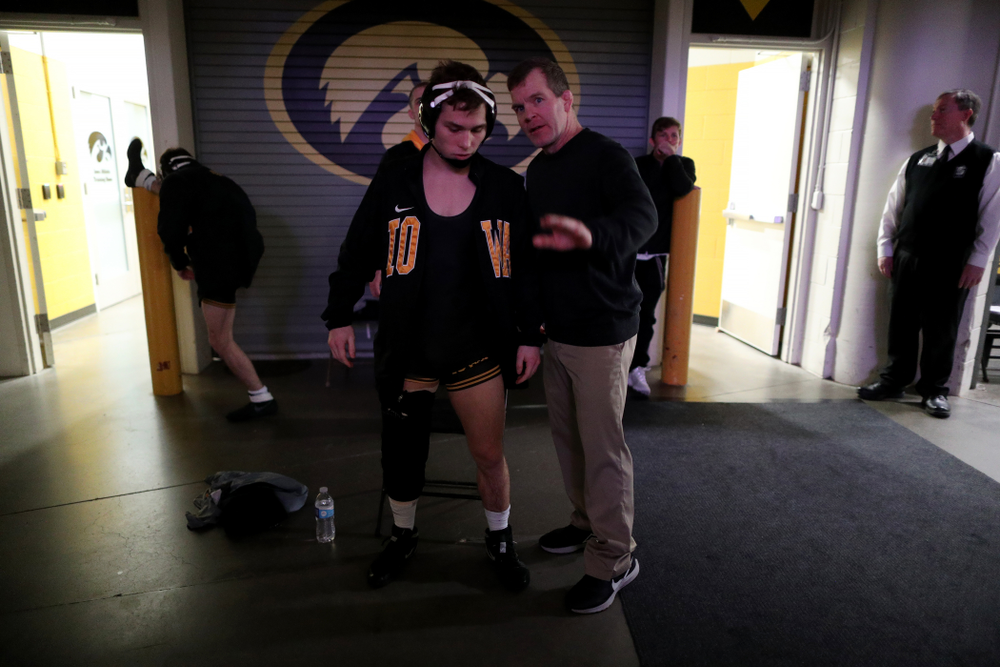 IowaÕs Spencer Lee prepares to wrestle WisconsinÕs  Michael Cullen at 125 pounds Sunday, December 1, 2019 at Carver-Hawkeye Arena. Lee won the match with a 16-0 technical fall. (Brian Ray/hawkeyesports.com)