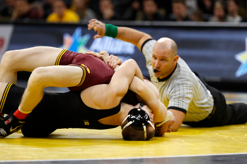 Iowa's Spencer Lee wrestles Minnesota's Ethan Lizak at 125 pounds