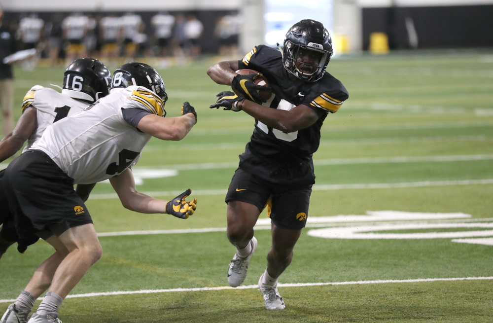 Iowa Hawkeyes running back Tyler Goodson (15)