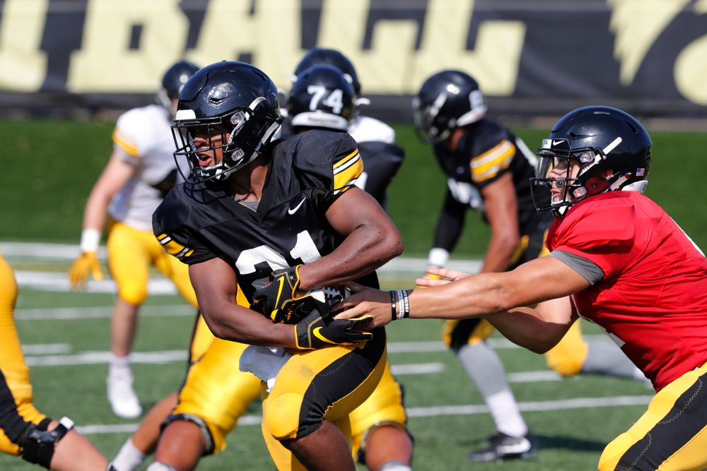 Iowa Hawkeyes running back Ivory Kelly-Martin (21) and quarterback Nathan Stanley (4) during camp practice No. 17 Wednesday, August 22, 2018 at the Kenyon Football Practice Facility. (Brian Ray/hawkeyesports.com)