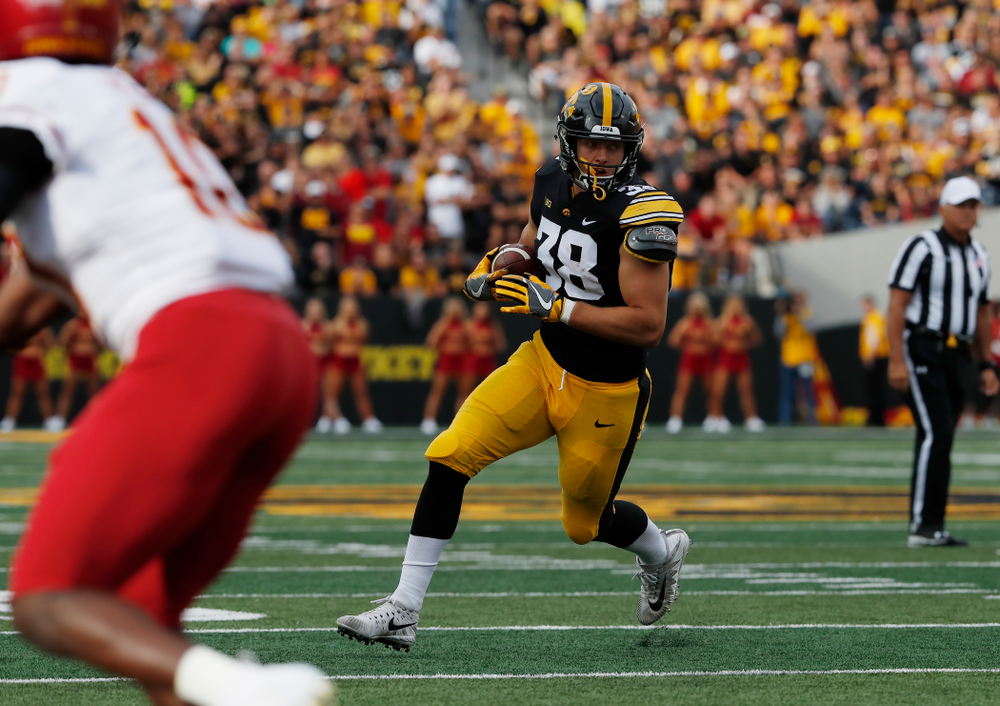 Iowa Hawkeyes tight end T.J. Hockenson (38) against the Iowa State Cyclones Saturday, September 8, 2018 at Kinnick Stadium. (Brian Ray/hawkeyesports.com)