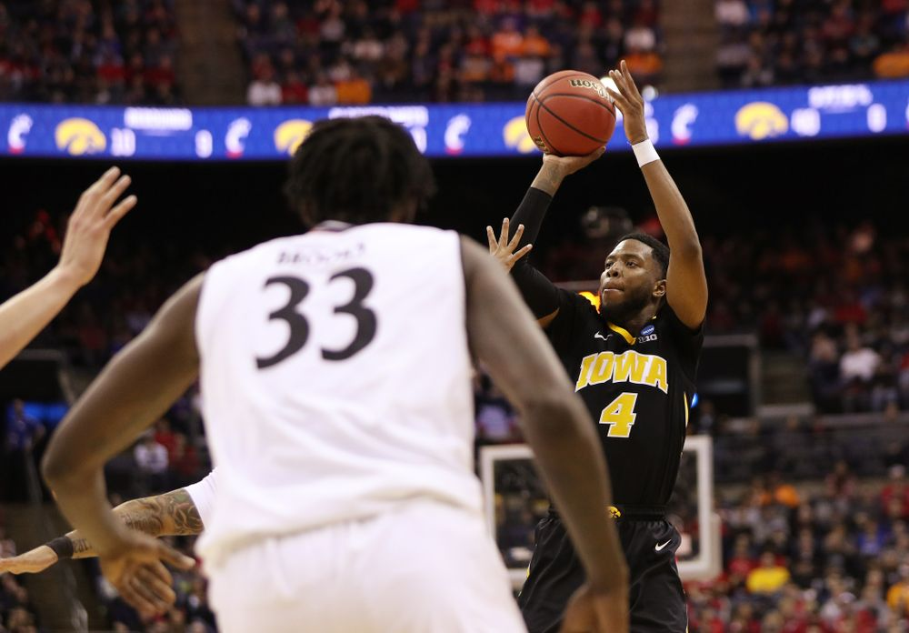 Iowa Hawkeyes guard Isaiah Moss (4) against the Cincinnati Bearcats in the first round of the 2019 NCAA Men's Basketball Tournament Friday, March 22, 2019 at Nationwide Arena in Columbus, Ohio. (Brian Ray/hawkeyesports.com)