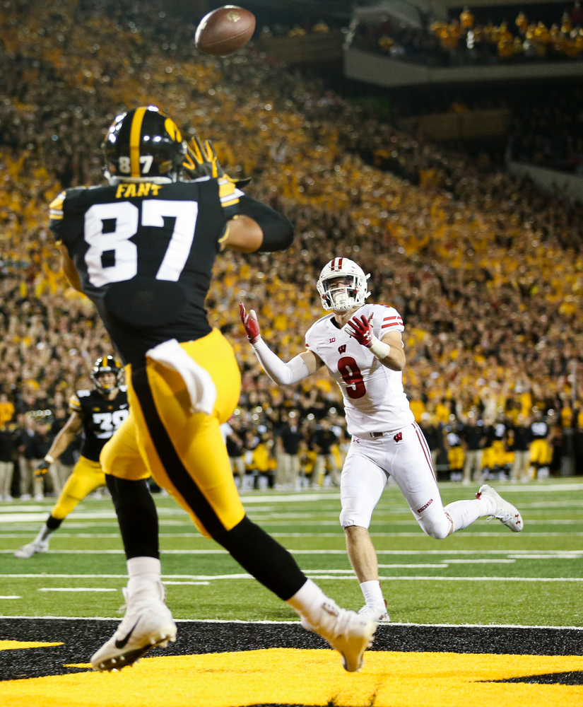 Iowa Hawkeyes tight end Noah Fant (87) catches a touchdown pass during a game against Wisconsin at Kinnick Stadium on September 22, 2018. (Tork Mason/hawkeyesports.com)