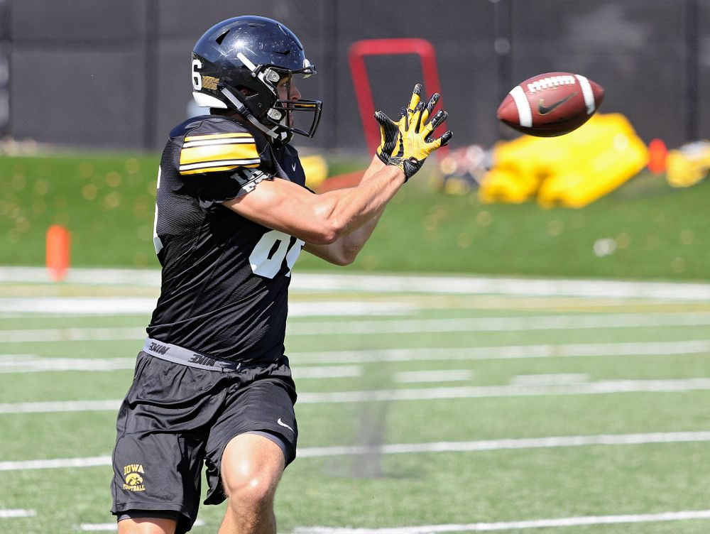 Iowa Hawkeyes tight end Tommy Kujawa (86) pulls in a pass during Fall Camp Practice No. 7 at the Hansen Football Performance Center in Iowa City on Friday, Aug 9, 2019. (Stephen Mally/hawkeyesports.com)