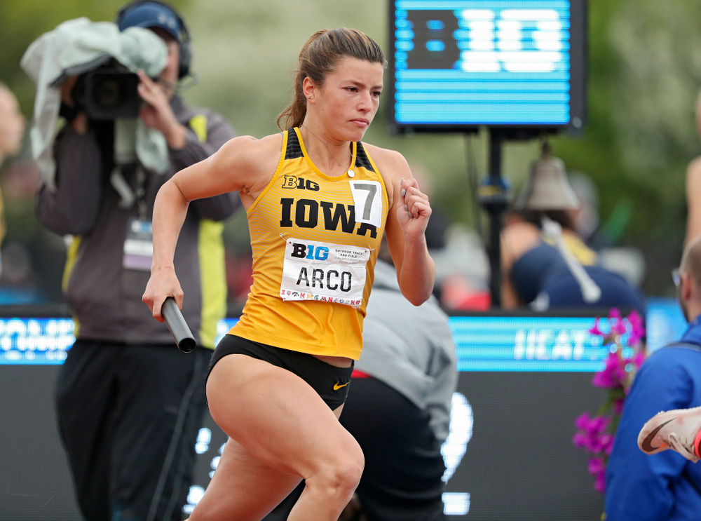 Iowa's Taylor Arco runs her section of the women's 1600 meter relay event on the third day of the Big Ten Outdoor Track and Field Championships at Francis X. Cretzmeyer Track in Iowa City on Sunday, May. 12, 2019. (Stephen Mally/hawkeyesports.com)