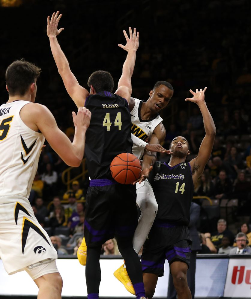 Iowa Hawkeyes guard Maishe Dailey (1) against the Western Carolina Catamounts Tuesday, December 18, 2018 at Carver-Hawkeye Arena. (Brian Ray/hawkeyesports.com)