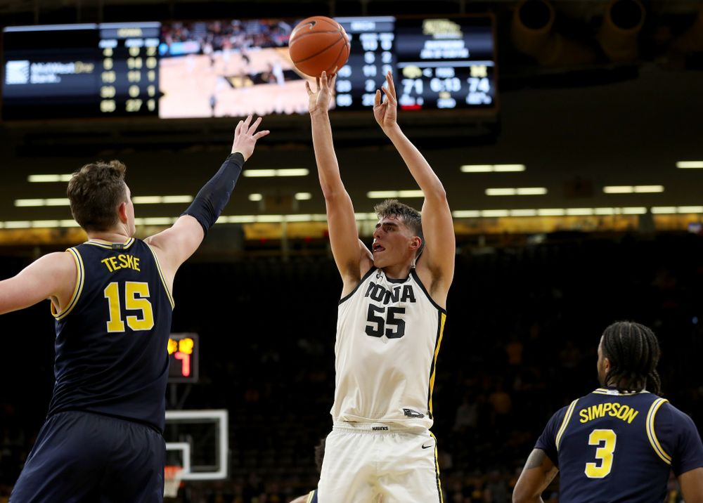 Iowa Hawkeyes forward Luka Garza (55) pulls up for a shot against the Michigan Wolverines Friday, January 17, 2020 at Carver-Hawkeye Arena. (Brian Ray/hawkeyesports.com)