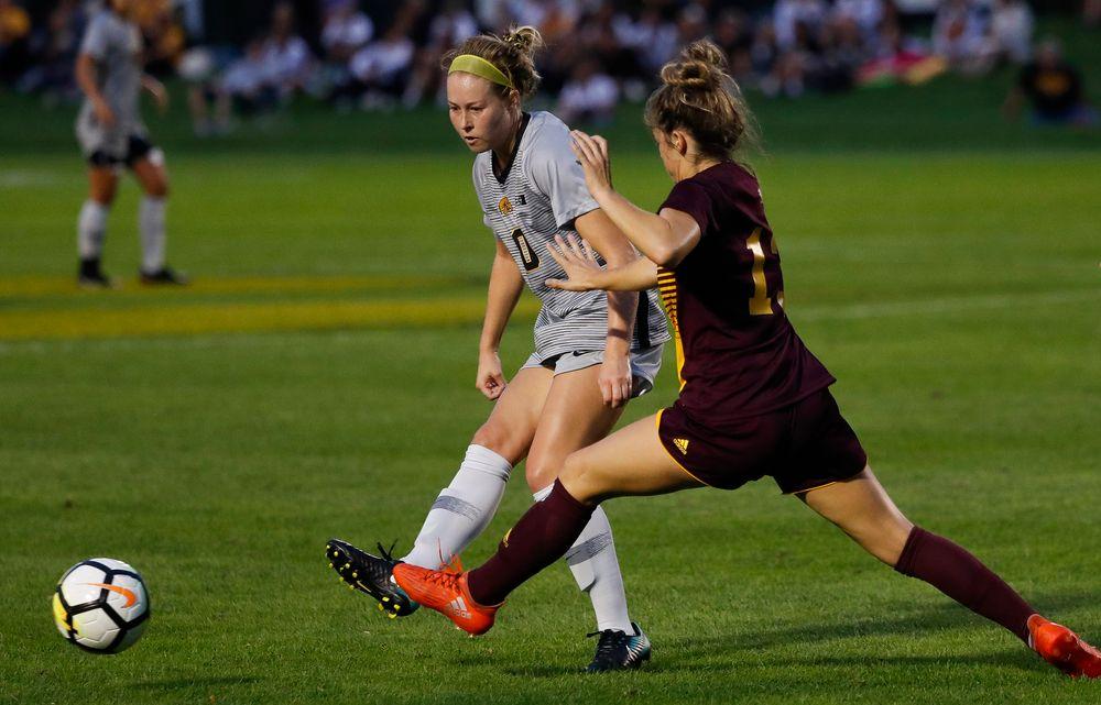 Iowa Hawkeyes midfielder Natalie Winters (10)