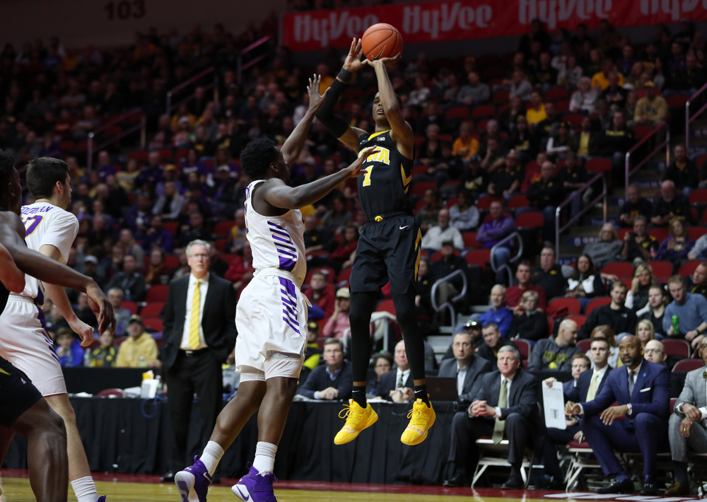 Iowa Hawkeyes guard Maishe Dailey (1) against the Northern Iowa Panthers in the Hy-Vee Classic Saturday, December 15, 2018 at Wells Fargo Arena in Des Moines. (Brian Ray/hawkeyesports.com)