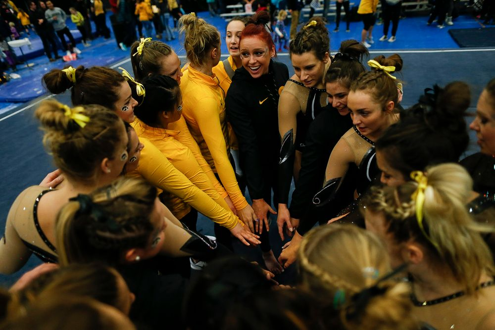 Iowa gymnasts huddle up after the Black and Gold Intrasquad meet at the Field House on 12/2/17. (Tork Mason/hawkeyesports.com)