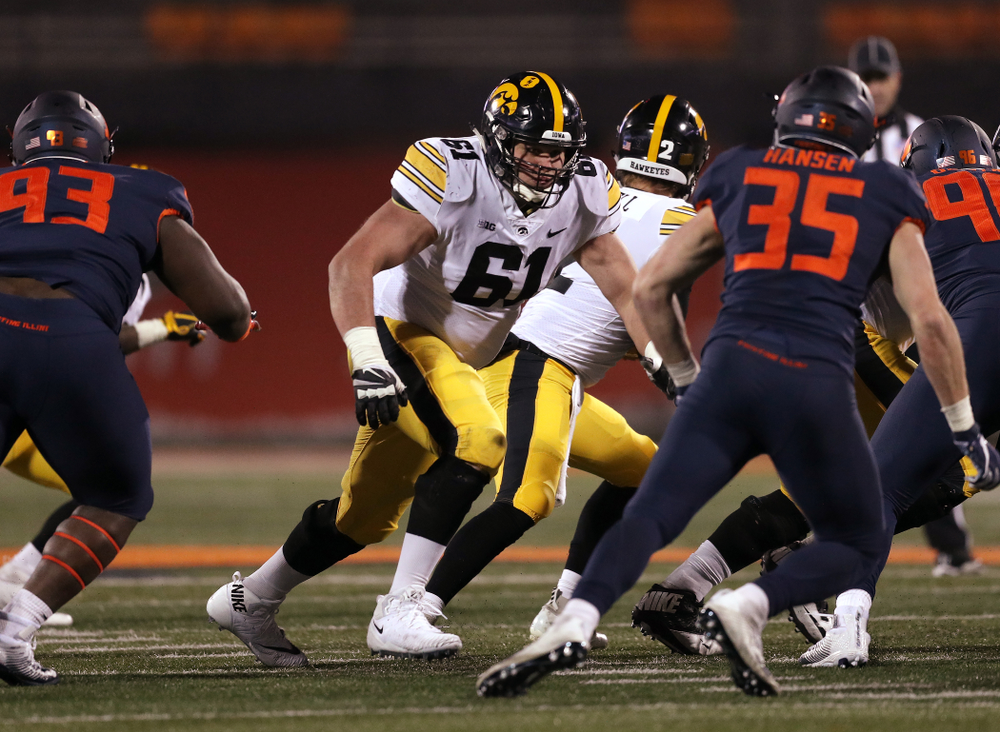 Iowa Hawkeyes offensive lineman Cole Banwart (61) against the Illinois Fighting Illini Saturday, November 17, 2018 at Memorial Stadium in Champaign, Ill. (Brian Ray/hawkeyesports.com)