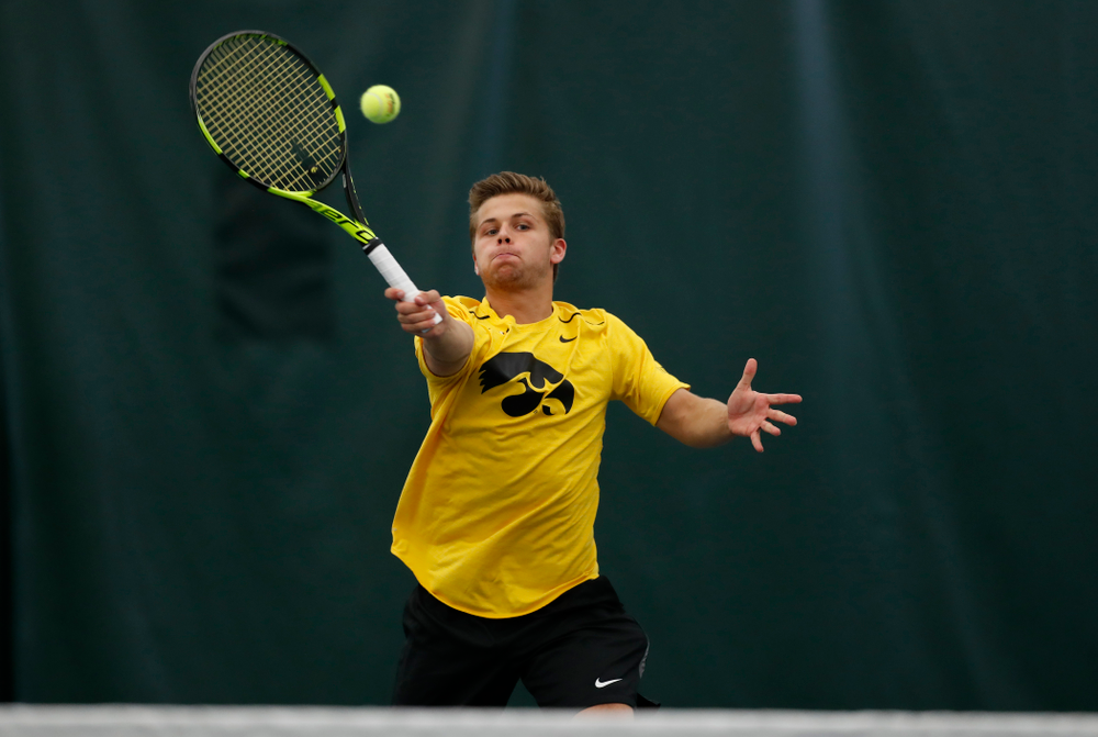 Will Davies and and Piotr Smietana play a doubles match against the Illinois Fighting Illini Saturday, March 31, 2018 at Hawkeye Tennis and Recreation Center. (Brian Ray/hawkeyesports.com)