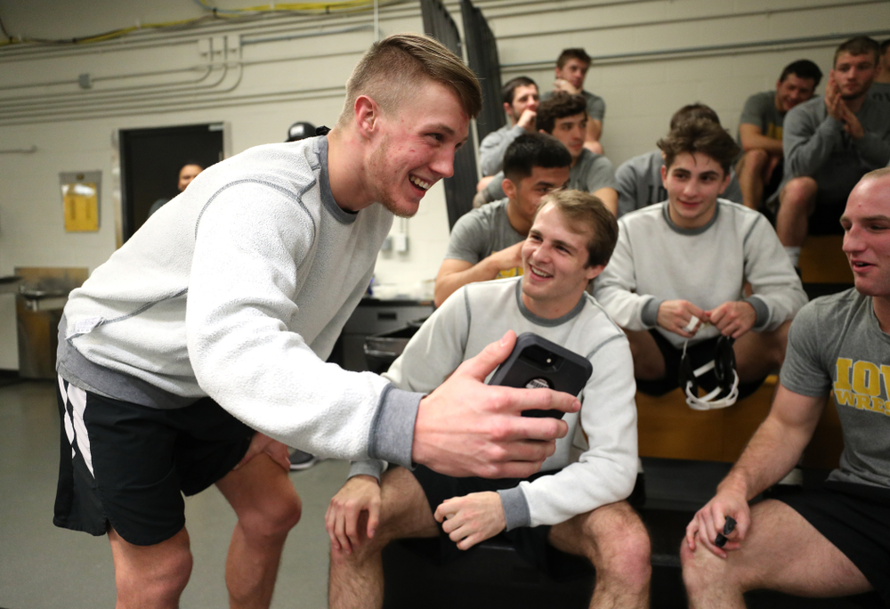 Iowa Hawkeyes Max Murin interviews Austin DeSanto on Instagram during the team's annual media day Monday, November 5, 2018 at Carver-Hawkeye Arena. (Brian Ray/hawkeyesports.com)