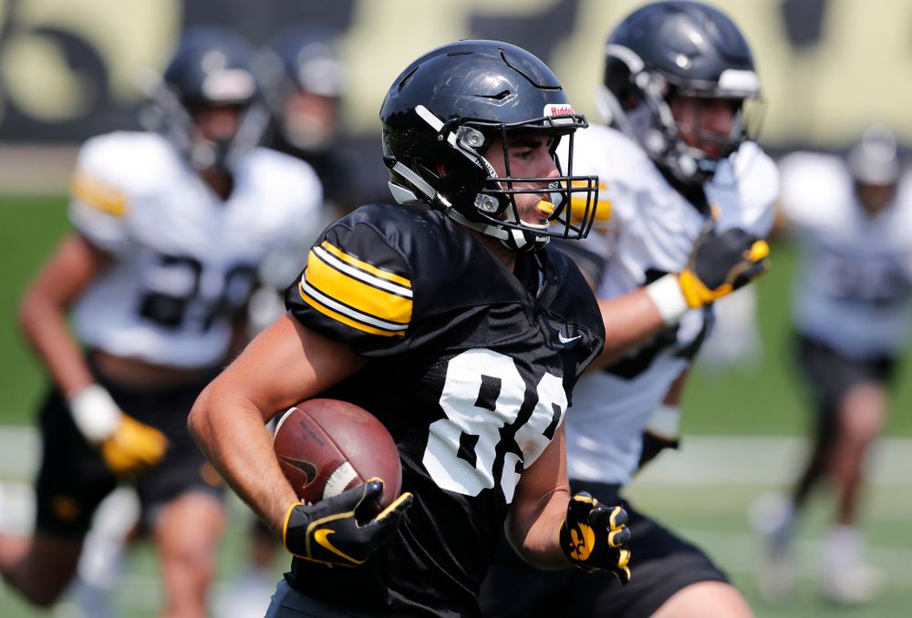 Iowa Hawkeyes wide receiver Nico Ragaini (89) during fall camp practice No. 9 Friday, August 10, 2018 at the Kenyon Practice Facility. (Brian Ray/hawkeyesports.com)