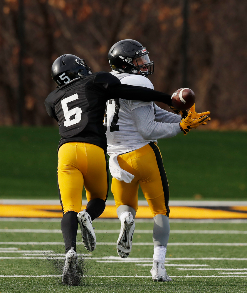 Iowa Hawkeyes defensive back Manny Rugamba (5) and tight end Noah Fant (87)