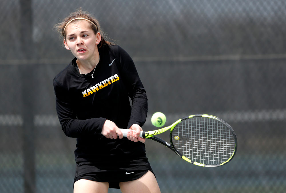 Iowa's Zoe Douglas against the Wisconsin Badgers Sunday, April 22, 2018 at the Hawkeye Tennis and Recreation Center. (Brian Ray/hawkeyesports.com)