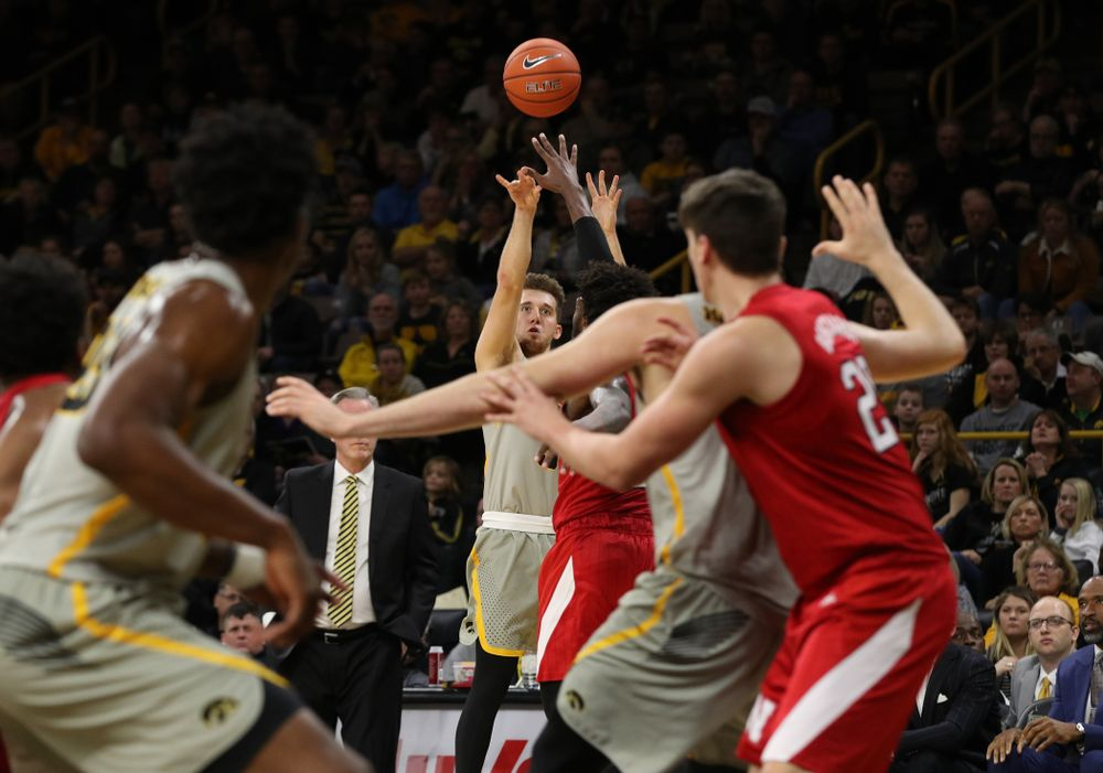 Iowa Hawkeyes guard Jordan Bohannon (3) knocks down a three point basket against the Nebraska Cornhuskers Sunday, January 6, 2019 at Carver-Hawkeye Arena. (Brian Ray/hawkeyesports.com)
