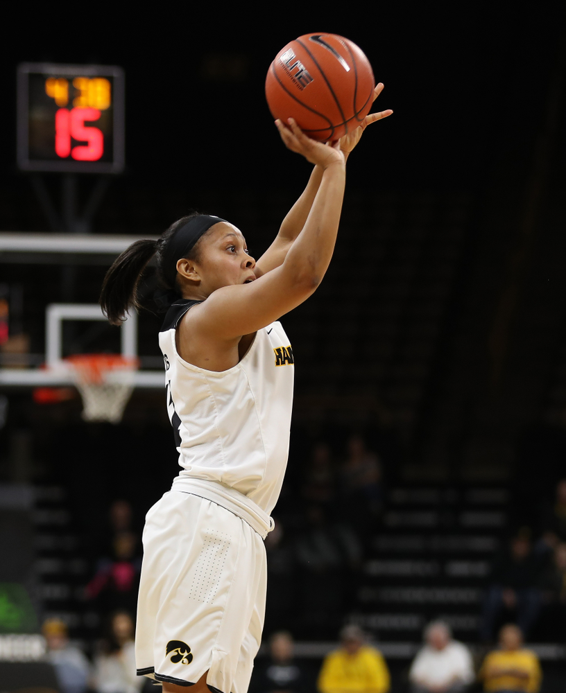 Iowa Hawkeyes guard Tania Davis (11) against the Nebraska Cornhuskers Thursday, January 3, 2019 at Carver-Hawkeye Arena. (Brian Ray/hawkeyesports.com)