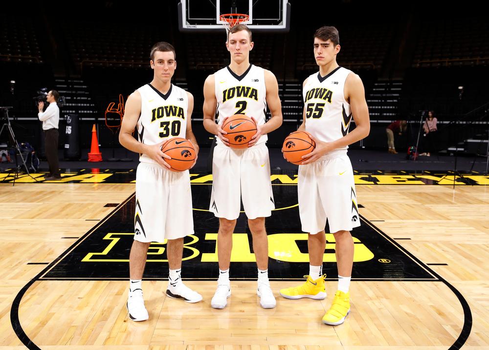 Connor McCaffery (30), Jack Nunge (2),  Luka Garza (55)