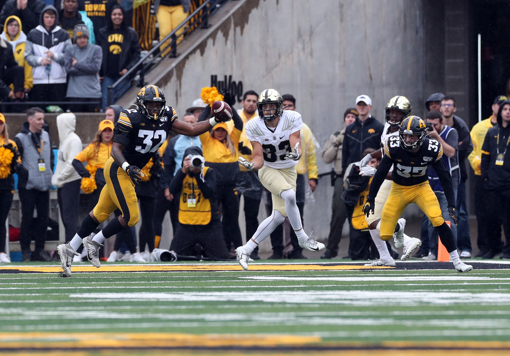 Iowa Hawkeyes linebacker Djimon Colbert (32) breaks up a pass against the Purdue Boilermakers Saturday, October 19, 2019 at Kinnick Stadium. (Brian Ray/hawkeyesports.com)