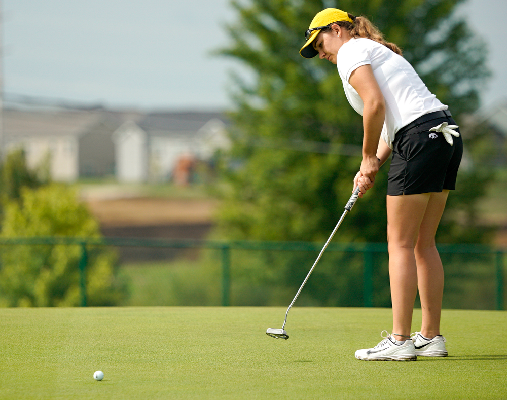 Iowa's Sarah Overton putts during their dual against Northern Iowa at Pheasant Ridge Golf Course in Cedar Falls on Monday, Sep 2, 2019. (Stephen Mally/hawkeyesports.com)