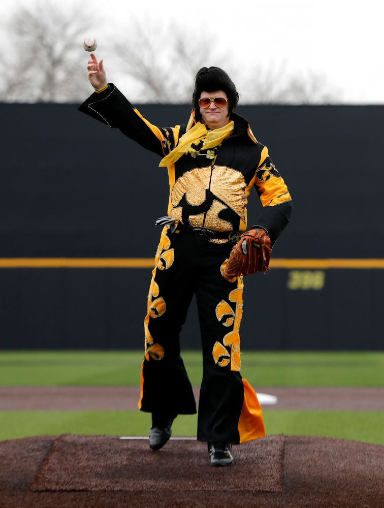 Hawkeye Elvis against the Bradley Braves Wednesday, March 28, 2018 at Duane Banks Field. (Brian Ray/hawkeyesports.com)