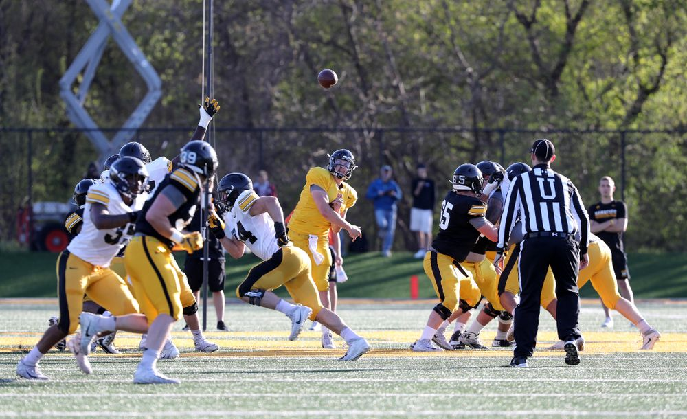 Iowa Hawkeyes quarterback Nate Stanley (4) throws a pass during the teamÕs final spring practice Friday, April 26, 2019 at the Kenyon Football Practice Facility. (Brian Ray/hawkeyesports.com)