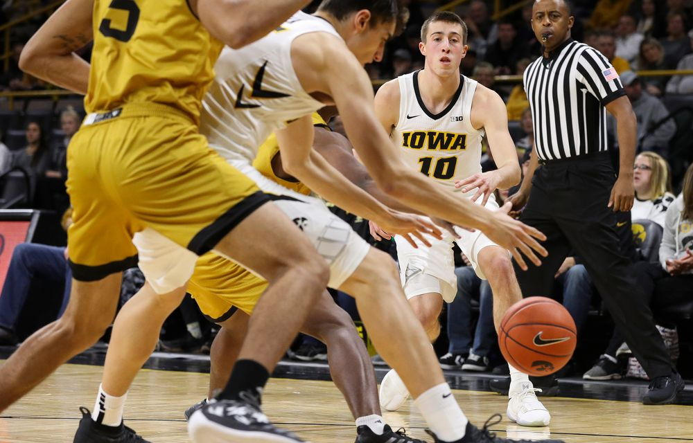 Iowa Hawkeyes guard Joe Wieskamp (10) passes the ball during a game against Alabama State at Carver-Hawkeye Arena on November 21, 2018. (Tork Mason/hawkeyesports.com)