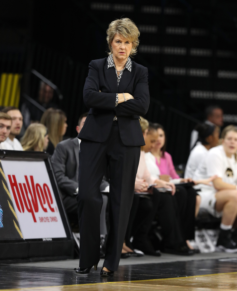 Iowa Hawkeyes head coach Lisa Bluder against the Illinois Fighting Illini Thursday, February 14, 2019 at Carver-Hawkeye Arena. (Brian Ray/hawkeyesports.com)