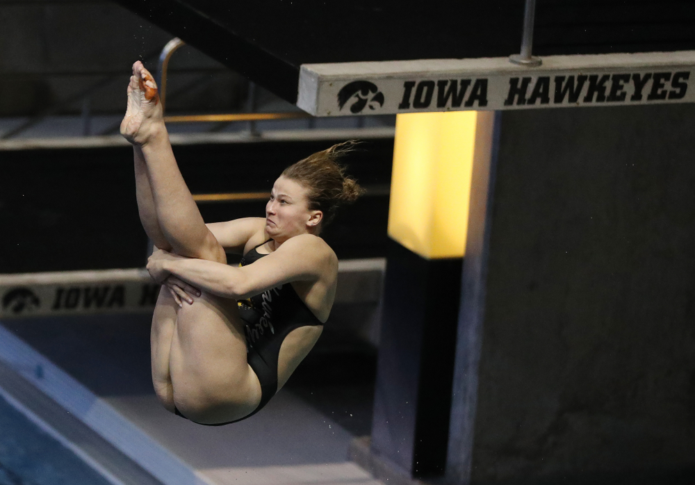 Claire Park competes on the 1 meter board Thursday, November 15, 2018 during the 2018 Hawkeye Invitational at the Campus Recreation and Wellness Center. (Brian Ray/hawkeyesports.com)