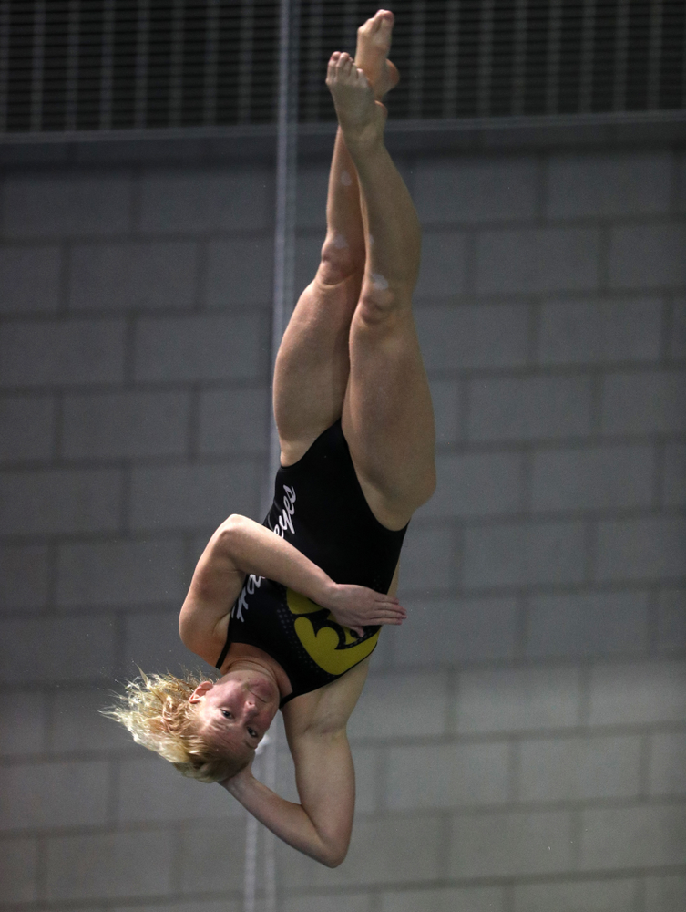 Iowa's Thelma Strandberg competes on the 3-meter springboard against the Iowa State Cyclones in the Iowa Corn Cy-Hawk Series Friday, December 7, 2018 at at the Campus Recreation and Wellness Center. (Brian Ray/hawkeyesports.com)