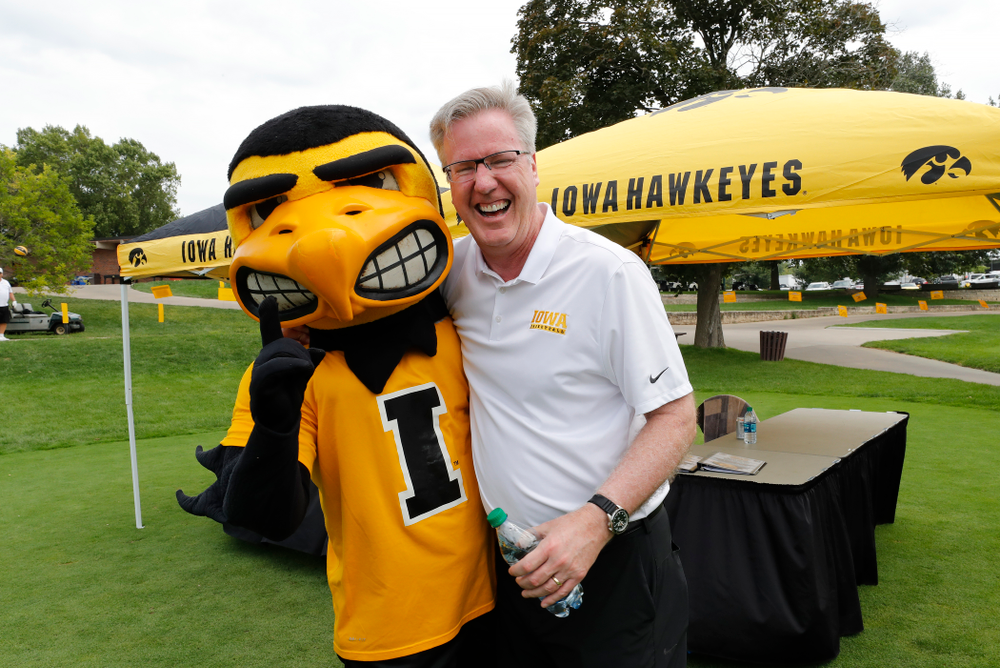Fran McCaffery and Herky at the 2018 Chris Street Memorial Golf Outing Monday, August 27, 2018 at Finkbine Golf Course. (Brian Ray/hawkeyesports.com)