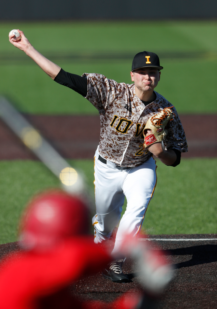 Iowa Hawkeyes pitcher Brady Schanuel (27) against the Ohio State Buckeyes Saturday, April 7, 2018 at Duane Banks Field. (Brian Ray/hawkeyesports.com)