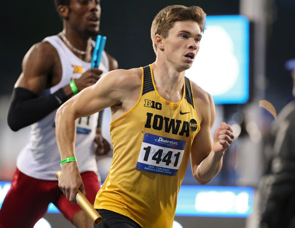 Iowa's Alec Still runs the men's 3200 meter relay event during the second day of the Drake Relays at Drake Stadium in Des Moines on Friday, Apr. 26, 2019. (Stephen Mally/hawkeyesports.com)