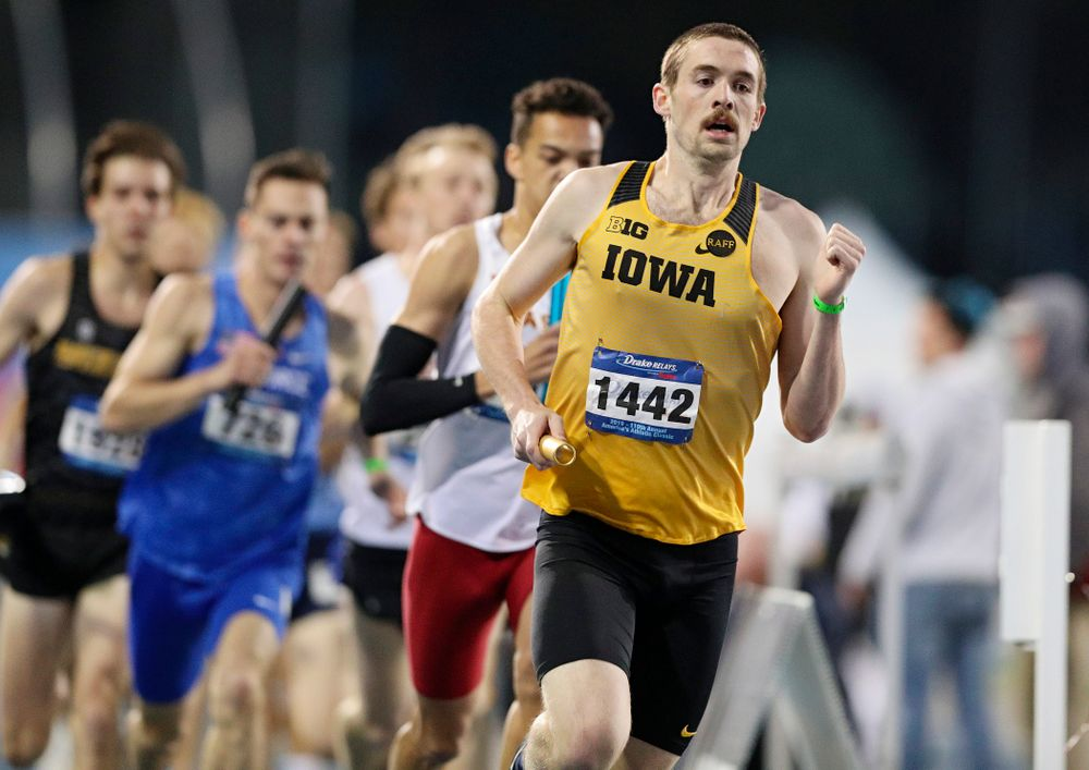 Iowa's Nolan Teubel runs the men's 3200 meter relay event during the second day of the Drake Relays at Drake Stadium in Des Moines on Friday, Apr. 26, 2019. (Stephen Mally/hawkeyesports.com)