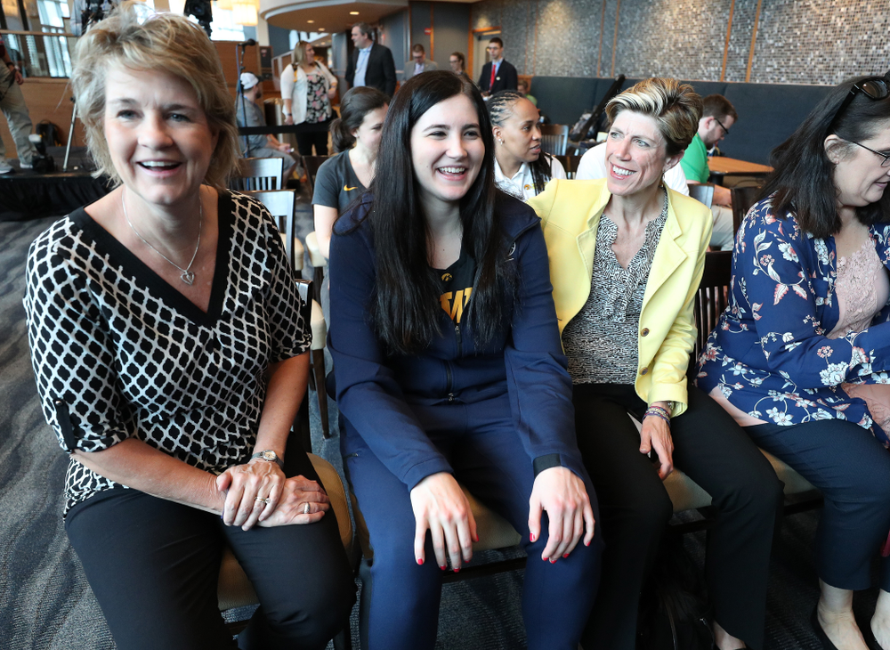 Iowa Hawkeyes forward Megan Gustafson (10) sits with head coach Lisa Bluder and associate head coach Jan Jensen during an awards new conference Thursday, April 4, 2019 at Amalie Arena in Tampa, FL. (Brian Ray/hawkeyesports.com)