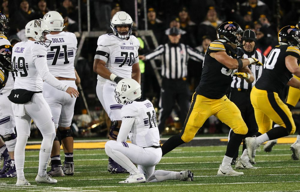 Iowa Hawkeyes defensive end Anthony Nelson (98) reacts after a field goal attempt went wide during a game against Northwestern at Kinnick Stadium on November 10, 2018. (Tork Mason/hawkeyesports.com)