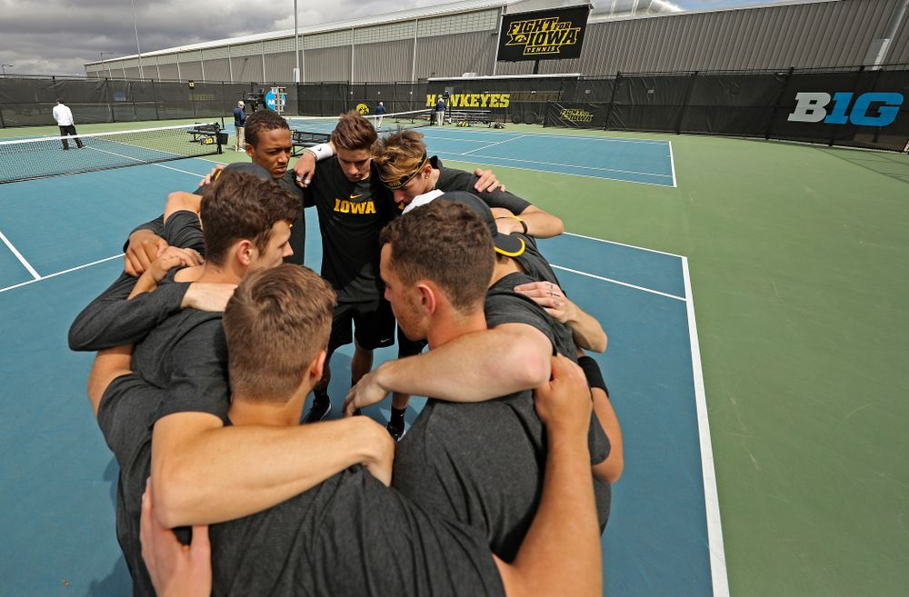 The Iowa Hawkeyes huddle before their match against Ohio State at the Hawkeye Tennis and Recreation Complex in Iowa City on Sunday, Apr. 7, 2019. (Stephen Mally/hawkeyesports.com)