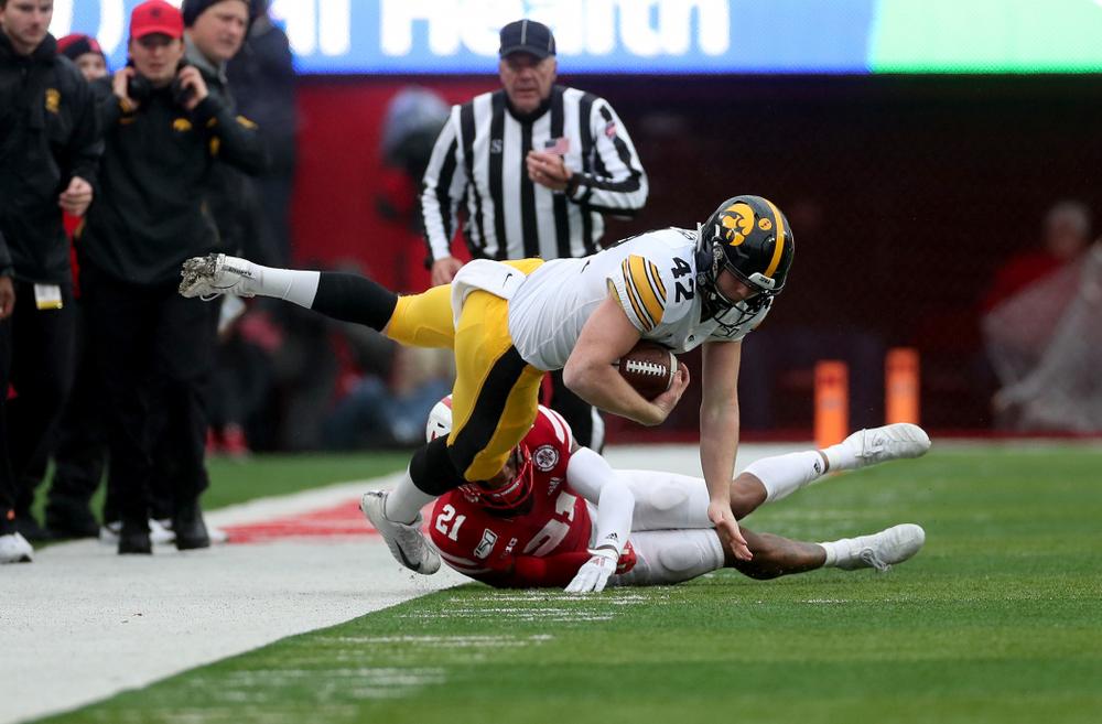Iowa Hawkeyes tight end Shaun Beyer (42) against the Nebraska Cornhuskers Friday, November 29, 2019 at Memorial Stadium in Lincoln, Neb. (Brian Ray/hawkeyesports.com)