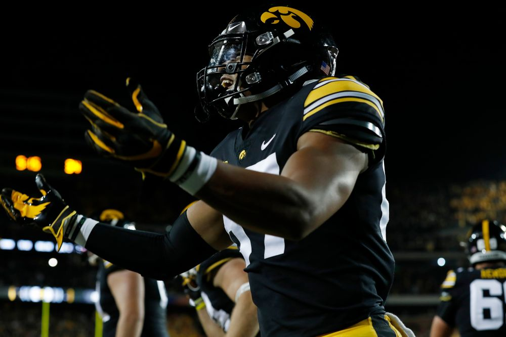 Iowa Hawkeyes tight end Noah Fant (87) celebrates a touchdown against the Wisconsin Badgers Saturday, September 22, 2018 at Kinnick Stadium. (Brian Ray/hawkeyesports.com)