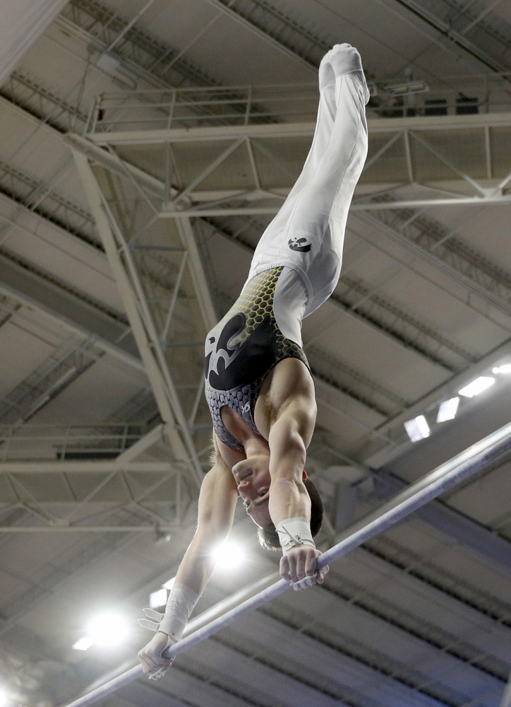 Iowa's Mitch Mandozzi competes on the high bar against UIC and Minnesota Saturday, February 1, 2020 at Carver-Hawkeye Arena. (Brian Ray/hawkeyesports.com)
