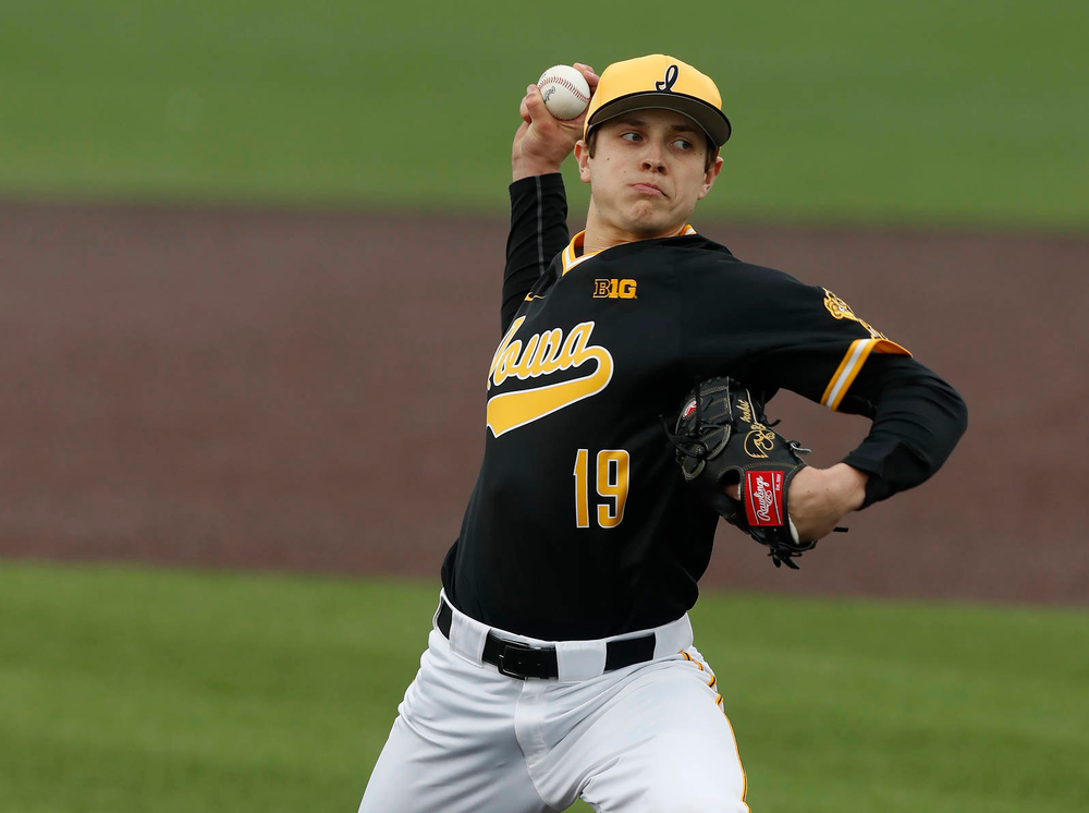 Iowa Hawkeyes pitcher Ben Probst (19) against the Bradley Braves Wednesday, March 28, 2018 at Duane Banks Field. (Brian Ray/hawkeyesports.com)
