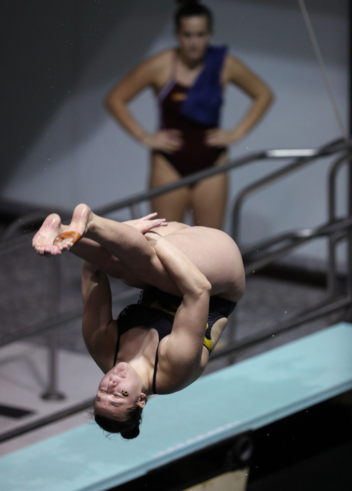 Iowa's Jacintha Thomas competes on the 1-meter springboard against the Iowa State Cyclones in the Iowa Corn Cy-Hawk Series Friday, December 7, 2018 at at the Campus Recreation and Wellness Center. (Brian Ray/hawkeyesports.com)