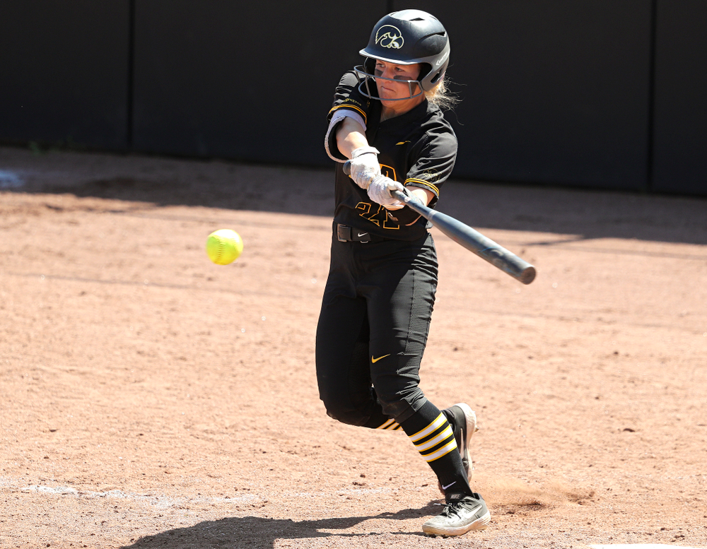 Iowa center fielder Havyn Monteer (21) bats during the fifth inning of their game against Ohio State at Pearl Field in Iowa City on Saturday, May. 4, 2019. (Stephen Mally/hawkeyesports.com)