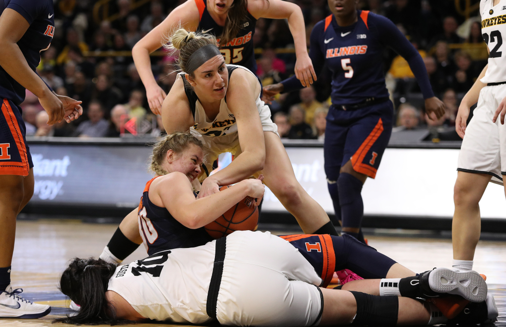 Iowa Hawkeyes forward Hannah Stewart (21) against the Illinois Fighting Illini Thursday, February 14, 2019 at Carver-Hawkeye Arena. (Brian Ray/hawkeyesports.com)