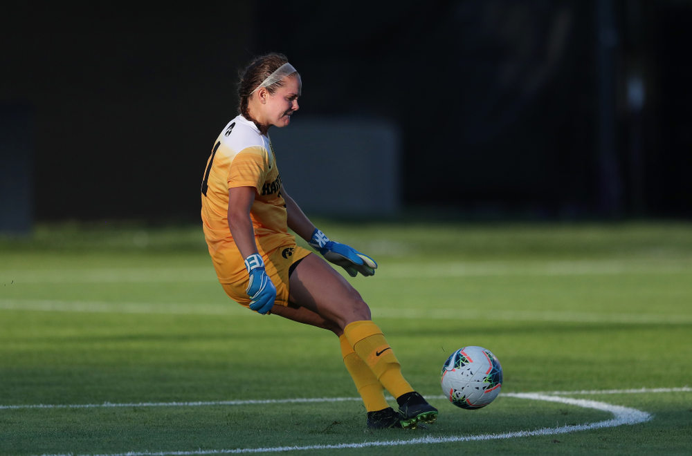 Iowa Hawkeyes goalkeeper Claire Graves (1) against Western Michigan Thursday, August 22, 2019 at the Iowa Soccer Complex. (Brian Ray/hawkeyesports.com)