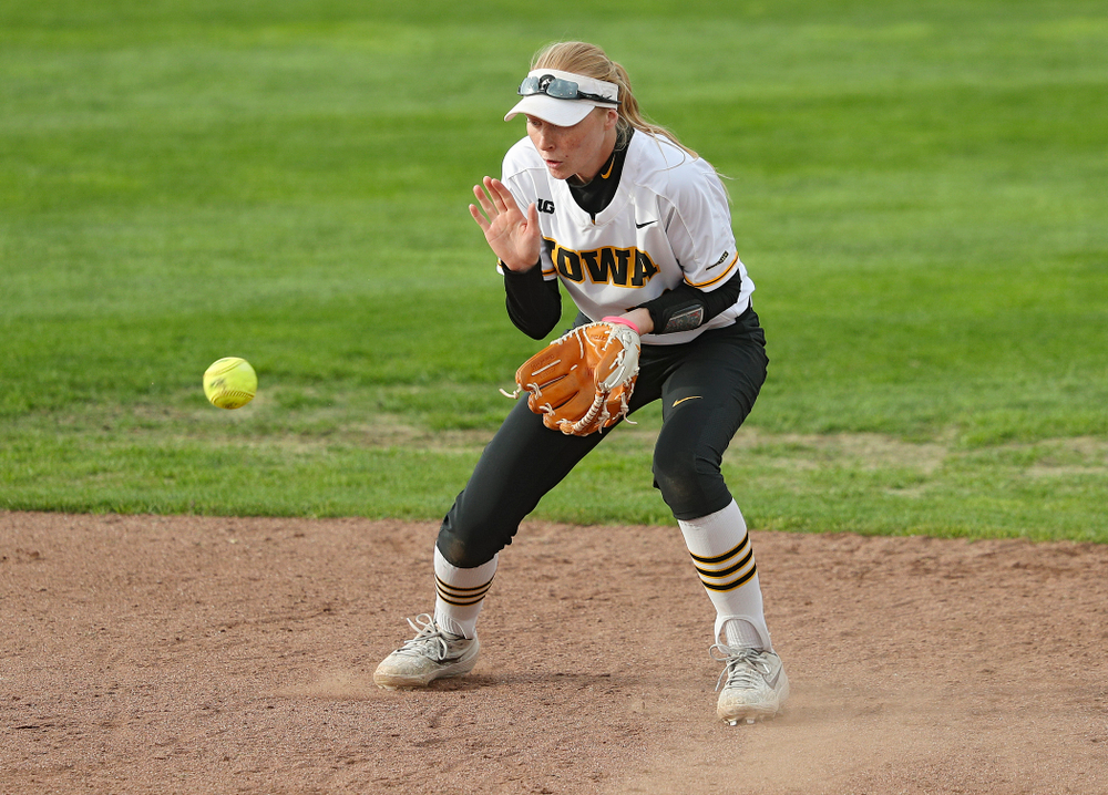 Iowa shortstop Ashley Hamilton (18) fields a ground ball during the second inning of their game against Ohio State at Pearl Field in Iowa City on Friday, May. 3, 2019. (Stephen Mally/hawkeyesports.com)